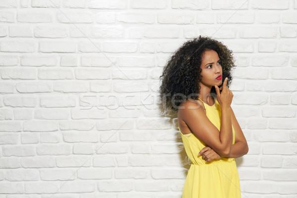 Arckifejezések fiatal afroamerikai nő téglafal portré tanácstalan Stock fotó © diego_cervo