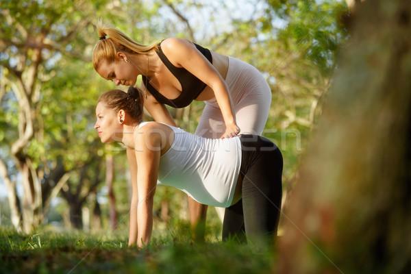 Ioga treinador ajuda mulher grávida exercer mamãe Foto stock © diego_cervo