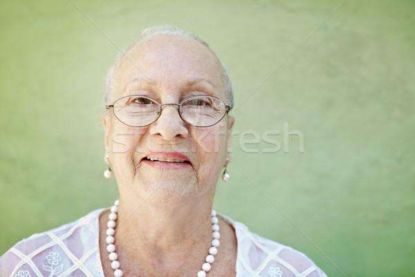 Mulher cabelos brancos sorridente câmera retrato Foto stock © diego_cervo