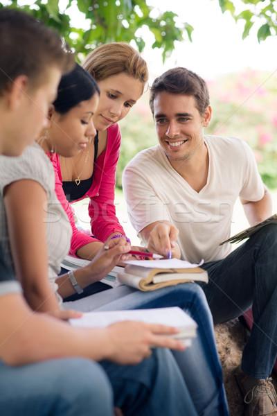 Foto stock: Universidad · estudiantes · parque · amigos · educación · grupo