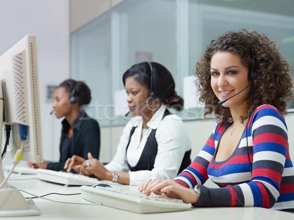 Foto stock: Mujeres · de · trabajo · centro · de · llamadas · grupo · femenino