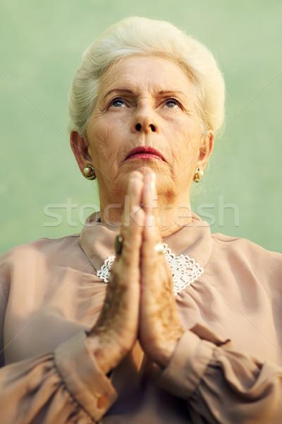 Portre ciddi eski kafkas kadın dua eden Stok fotoğraf © diego_cervo