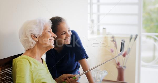 Generationen Lücke glücklich alte Frau Enkelin Aufnahme Stock foto © diego_cervo