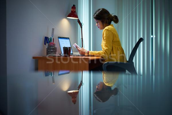 Femenino estudiante estudiar noche Foto stock © diego_cervo