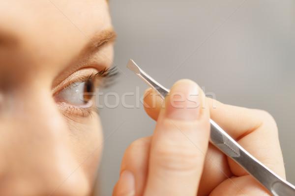 Fiatal nő szemöldök néz tükör fürdőszoba lány Stock fotó © diego_cervo