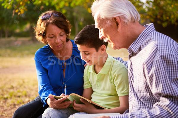 дедушка и бабушка помогают ребенка школы домашнее задание внук Сток-фото © diego_cervo