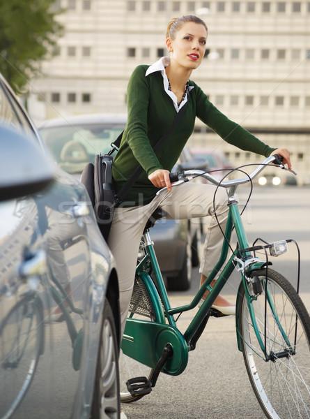 Nő ingázás bicikli másfelé néz város boldog Stock fotó © diego_cervo