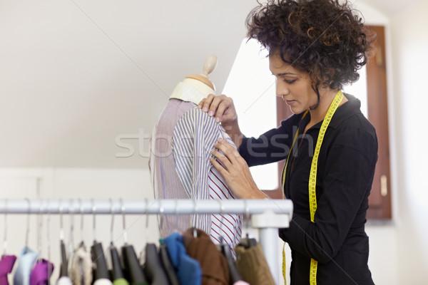 Stok fotoğraf: Kadın · çalışma · moda · tasarımı · stüdyo · genç · koyu · esmer