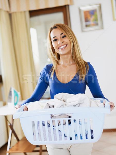 Mujer lavandería cesta mirando cámara Foto stock © diego_cervo