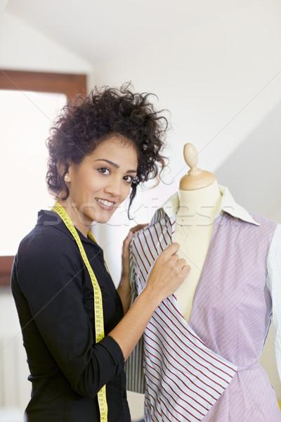 ストックフォト: 女性 · 作業 · ファッションデザイン · スタジオ · 小さな · ヒスパニック