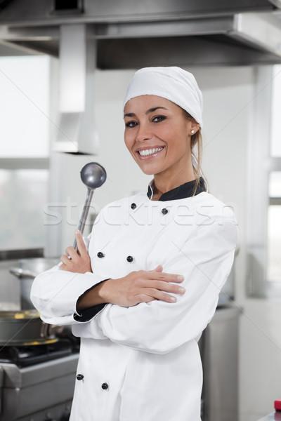 Zdjęcia stock: Kucharz · portret · kobiet · patrząc · kamery · kuchnia