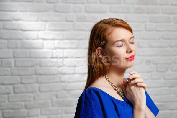 Expressions faciales jeunes femme mur de briques portrait Photo stock © diego_cervo