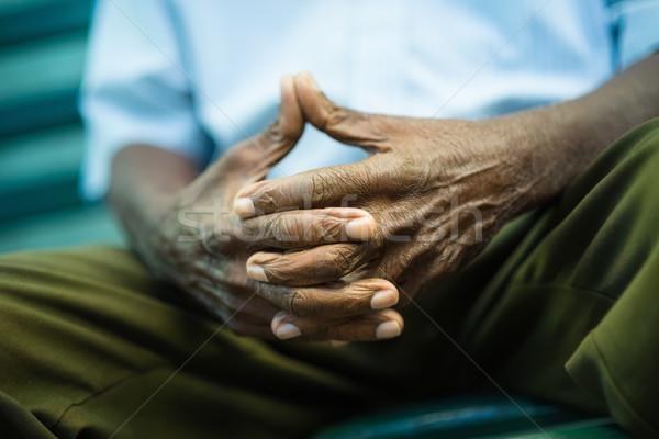 ストックフォト: 沈痛 · 歳の男性 · 座って · ベンチ · 公園 · クローズアップ