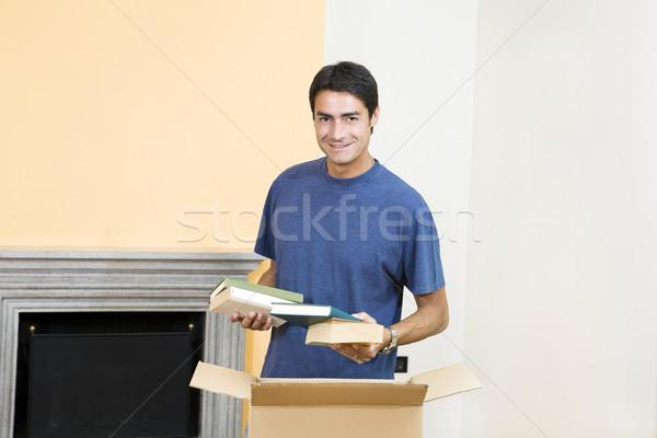 若い男 段ボール ボックス 笑みを浮かべて ストックフォト © diego_cervo
