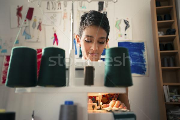 Foto stock: Mulher · jovem · trabalhar · alfaiate · design · de · moda · empresa · de · pequeno · porte · mulheres