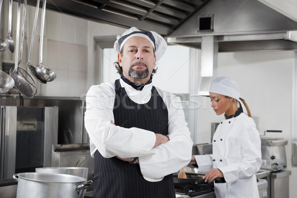 Foto stock: Chef · retrato · mirando · cámara · cocina · hombre