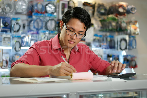 Photo stock: Chinois · homme · travail · ordinateur · magasin
