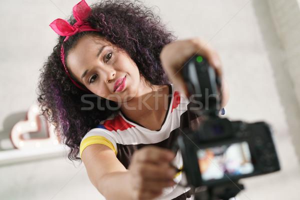 Dslr caméra femme tutoriel noir fille Photo stock © diego_cervo
