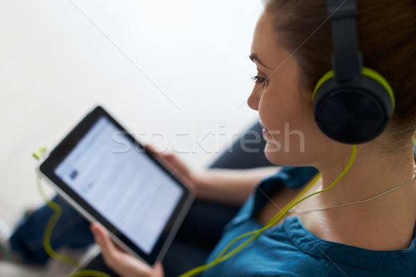 Mulher verde fones de ouvido podcast música Foto stock © diego_cervo