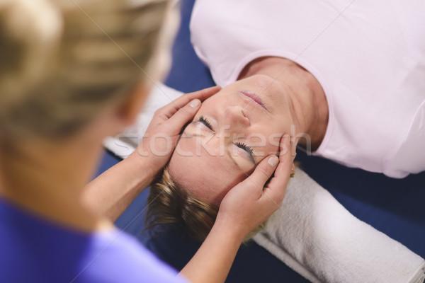 Jonge arts reiki therapie senior vrouw Stockfoto © diego_cervo