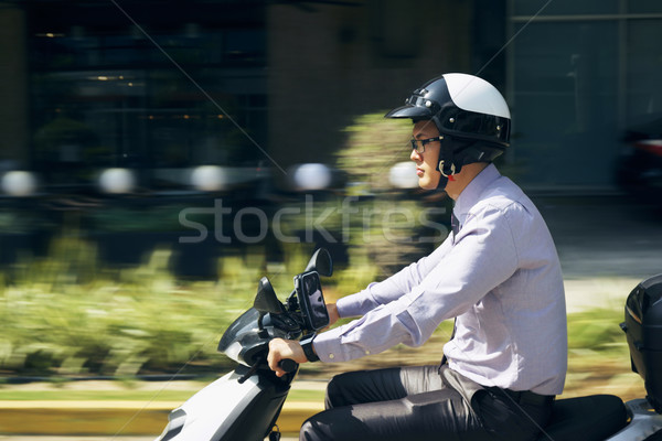 Stock fotó: Kínai · üzletember · ingázó · lovaglás · moped · motorkerékpár