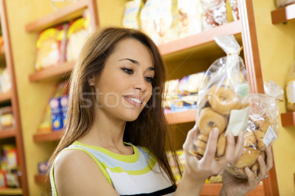 Photo stock: Nourriture · italienne · femme · supermarché · lecture · nutrition · informations