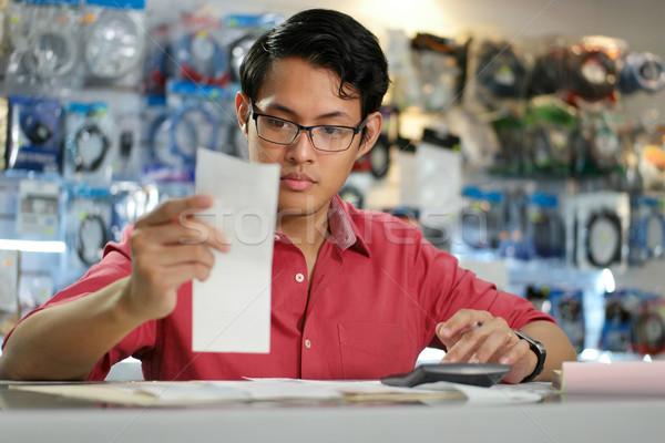 Çin adam çalışma bilgisayar alışveriş Stok fotoğraf © diego_cervo