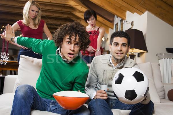 Doméstico vida grupo amigo assistindo futebol Foto stock © diego_cervo