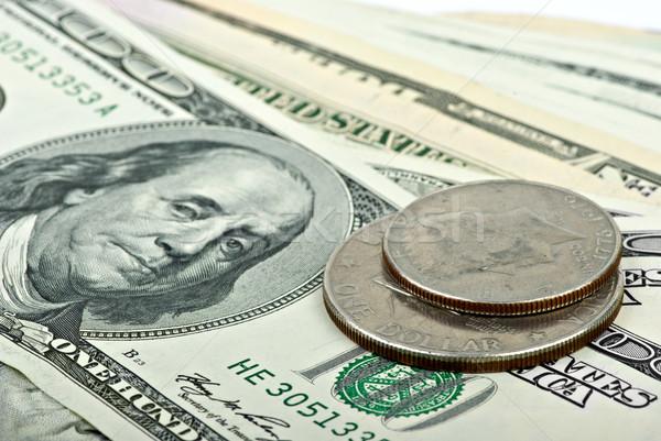 Kevés 100 bankjegyek kettő érmék sekély Stock fotó © digitalr