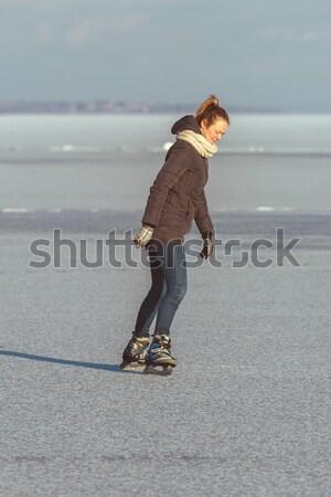Jovem patinação lago Balaton Hungria mulheres Foto stock © digoarpi