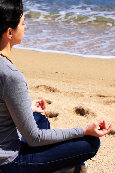 Jovem meditando praia mulher menina feliz Foto stock © digoarpi