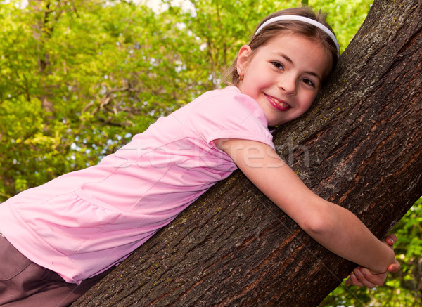 Lány gyönyörű kilenc éves fa tavasz szeretet Stock fotó © digoarpi