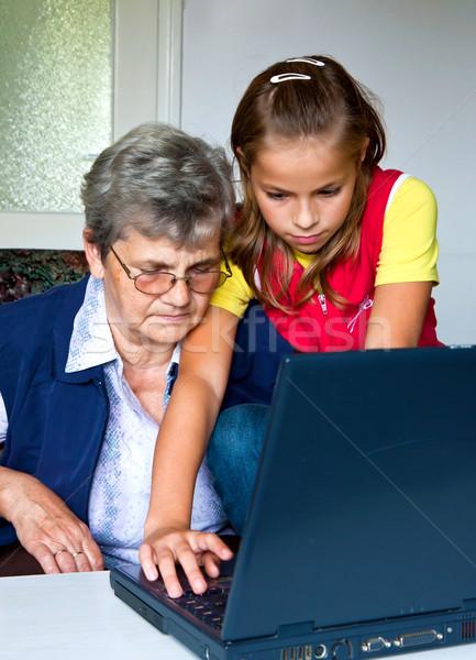 Aile torun öğretmek büyükanne oynamak bilgisayar Stok fotoğraf © digoarpi