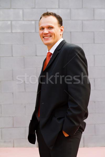 Empresário feliz sorridente jovem câmera Foto stock © digoarpi