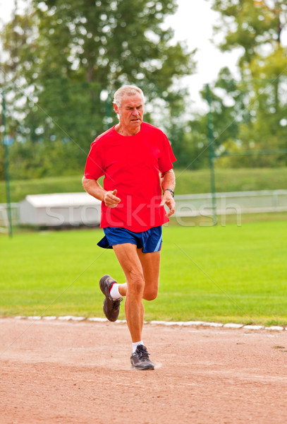 Foto stock: Corredor · senior · treinamento · competição · primavera · grama