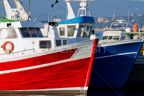 Stok fotoğraf: Tekneler · kırmızı · mavi · balık · tutma · liman · ahşap