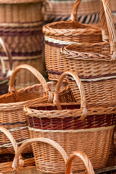 Wykonany ręcznie wiklina koszyka tekstury strony drewna Zdjęcia stock © digoarpi