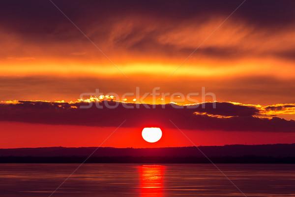 Piękna wygaśnięcia świetle zimą jezioro Balaton Zdjęcia stock © digoarpi