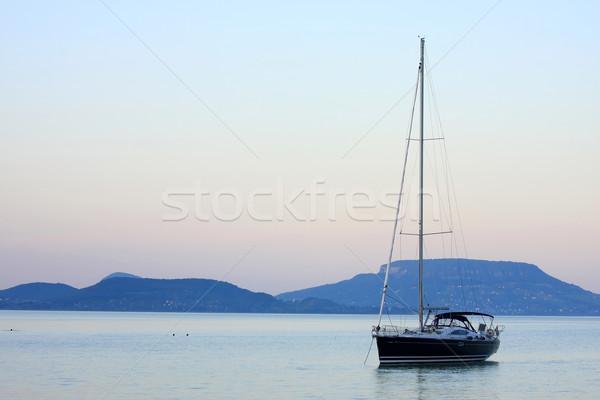 Segelboot warten Abend Himmel Wasser Sonnenuntergang Stock foto © digoarpi