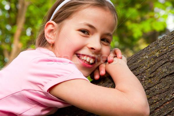 Csinos lány gyönyörű kilenc éves fa tavasz Stock fotó © digoarpi