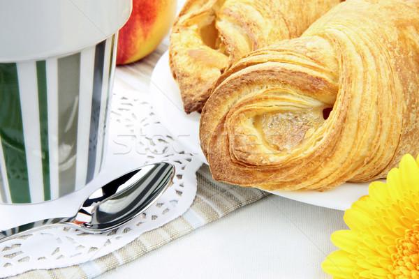 свежие круассан больше завтрак таблице продовольствие Сток-фото © Dinga