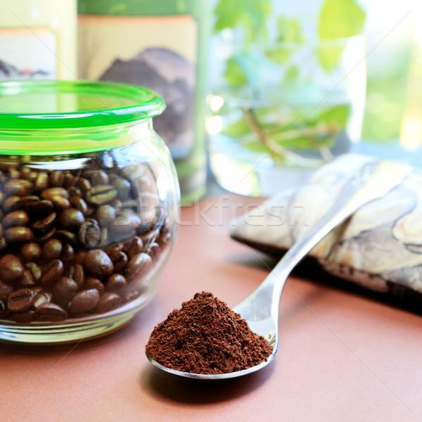 Cuillère à café plein café grains de café ensoleillée alimentaire Photo stock © Dinga