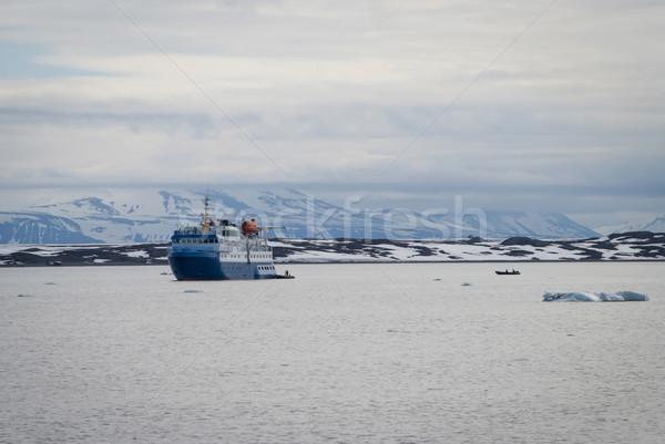 Navio navegação ártico mar natureza paisagem Foto stock © dinozzaver