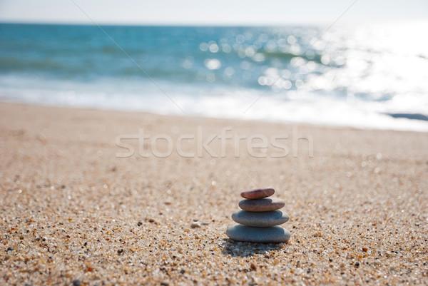 Pedras praia de volta água Foto stock © dinozzaver