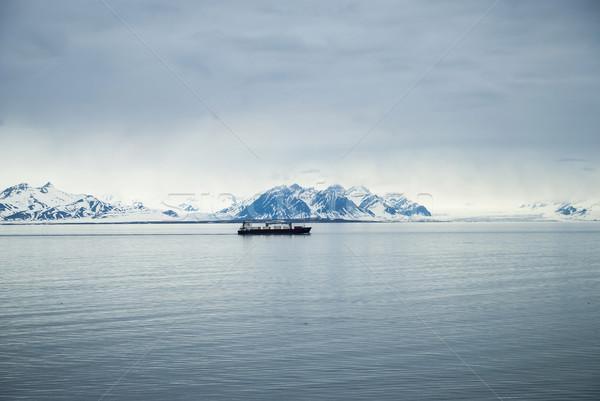 судно Арктика океана гор за воды Сток-фото © dinozzaver