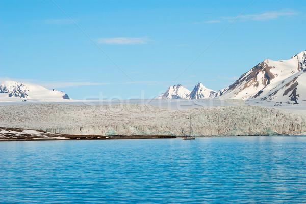 Vitorlázik csónak gleccser sarkköri hegyek természet Stock fotó © dinozzaver