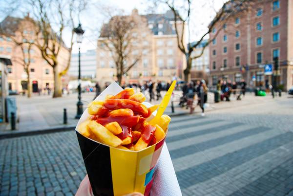 Tart tipikus sültkrumpli kéz Brüsszel utcák Stock fotó © dinozzaver