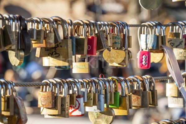 Amor puente puerta seguridad clave bloqueo Foto stock © dinozzaver