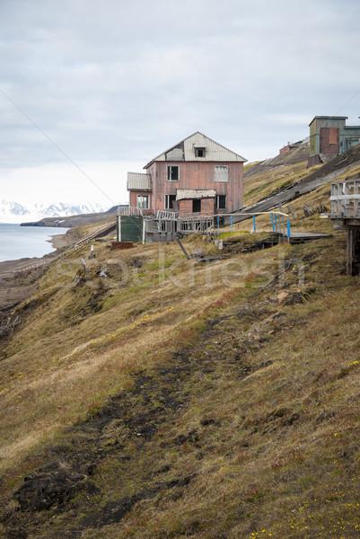 Verlaten huis russisch huizen water gebouw Stockfoto © dinozzaver