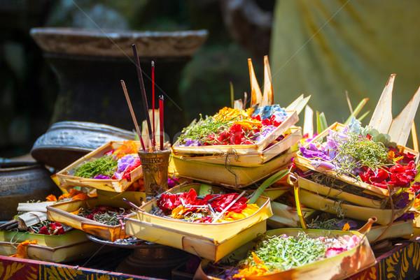 Templo bali Indonesia regalos dios flor Foto stock © dinozzaver